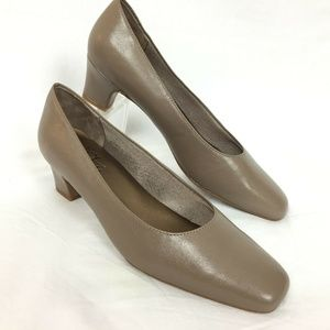 Life Stride 8.5 Heels Brown Classic Pumps Chunky